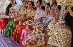 1280px-Khmer_New_Year_GA2010-146